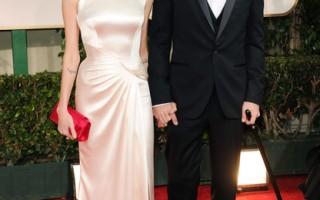 布拉德•皮特与安吉丽娜•朱莉2012年1月出席金球奖颁奖礼资料照。(Jason Merritt/Getty Images)