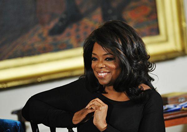 奧普拉.溫弗裡(Oprah Winfrey)美國電視脫口秀主持人、製片人、投資家、慈善家,美國最具影響力的非洲裔名人之一,時代百大人物。(MANDEL NGAN/AFP/Getty Images)