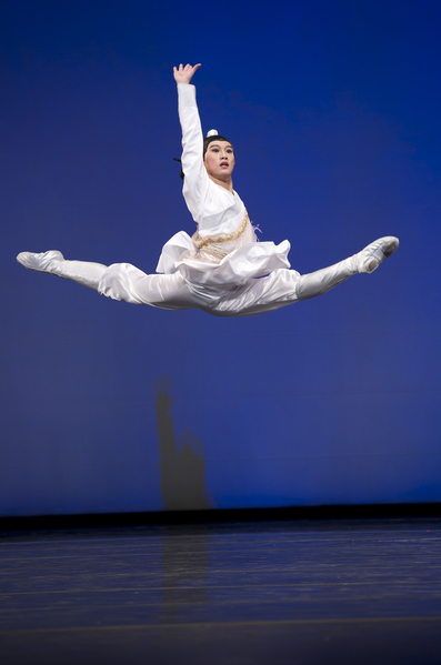 2010年第四屆新唐人全世界中國古典舞大賽少年男子組金獎陳俊丞。(戴兵/大紀元)