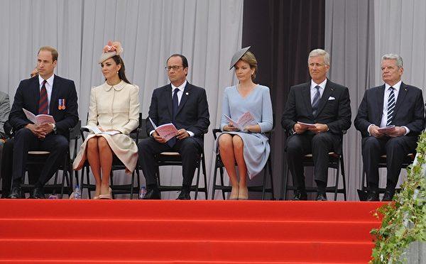 2014年8月4日,(左起)威廉王子、凱特王妃、法國總統奧朗德、比利時王后瑪蒂爾德、國王菲利普和德國總統高克在比利時東部城市列日出席一戰百年紀念活動。(JOHN THYS/AFP/Getty Images)