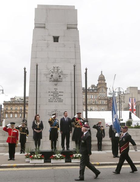 2014年8月4日,蘇格蘭格拉斯哥,查爾斯王儲與卡梅倫首相參加一戰爆發百年紀念活動。(Danny Lawson - WPA Pool /Getty Images)