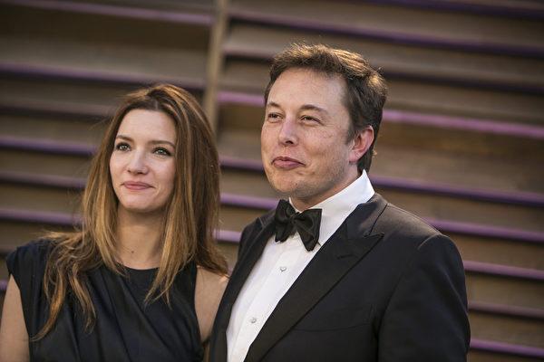 埃隆.馬斯克(Elon Musk),paypal貝寶(最大的網上支付公司)、SpaceX空間探索技術公司、特斯拉汽車以及SolarCity四家公司的CEO,圖為馬斯克和太太。(ADRIAN SANCHEZ-GONZALEZ/AFP)