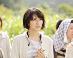 长泽雅美(右)在《哪啊哪啊~神去村》多素颜演出,向实力派演员目标迈进。(天马行空提供)