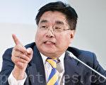 """台湾关怀人权联盟理事长杨宪宏希望立院尽快通过""""难民法"""",让台湾扮演人权的诺亚方舟。(陈柏州 /大纪元)"""