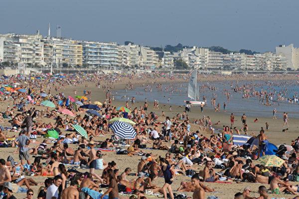 法國布列塔尼區拉波勒(La Baule)海濱渡假村(FRANK PERR/AFP)
