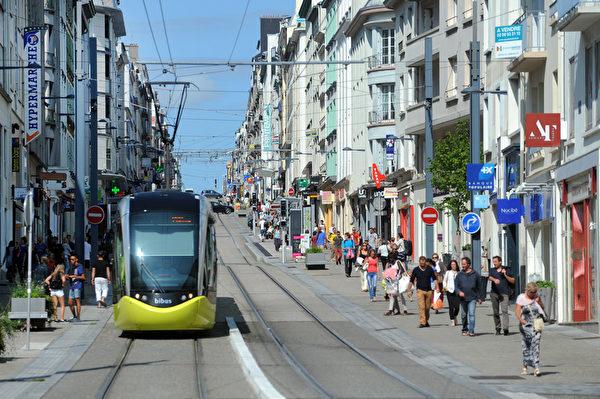 法國布列塔尼區布雷斯特(Brest)的電車(FRED TANNEAU/AFP)