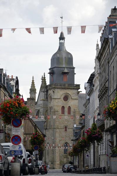 法國布列塔尼區富熱爾(Fougeres)老城區聖倫納德教堂(MIGUEL MEDINA/AFP)