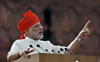 """印度总理莫迪8月15日首次发表独立日全国演说,这场即席演说句句深入印度人心坎里,让人民""""有感""""。(PRAKASH SINGH/AFP)"""