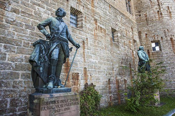 城堡内腓特烈大帝塑像(霍亨索伦堡提供)