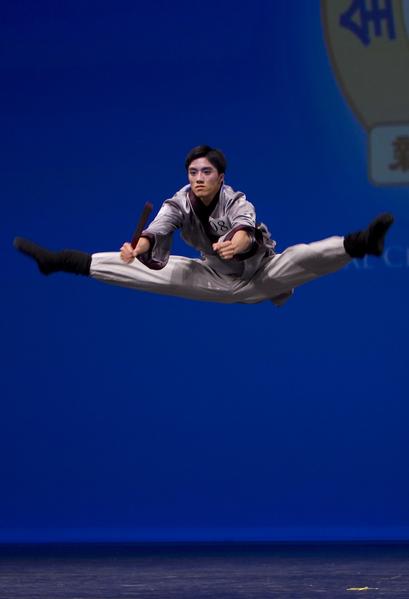 2007年新唐人電視台首屆「全世界中國古典舞大賽」少年男子組金獎得主石真。(季媛/大紀元)