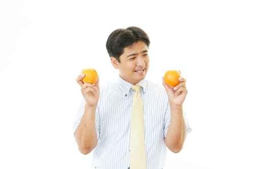 橘汁中含有一種名為「諾米林」的物質,具有抑制和殺死癌細胞的能力,對胃癌有預防作用。(fotolia)
