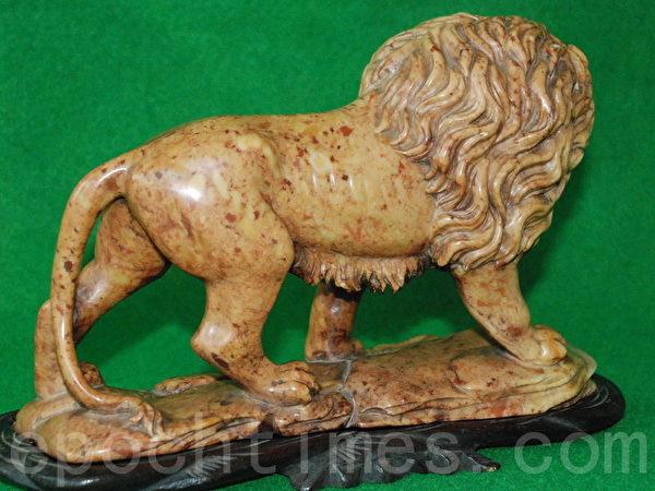 這件田黃石獅雕寶物放在韓國三大銀行之一——首爾的企業銀行。(當事人提供)