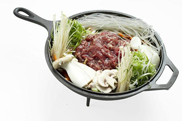 """""""食客""""新菜——糖水烤牛肉片。(图:张学慧/大纪元)"""