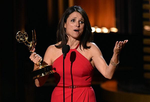 喜剧类最佳女主角:朱丽娅•路易斯-德雷弗斯《副总统》(Kevin Winter/Getty Images)