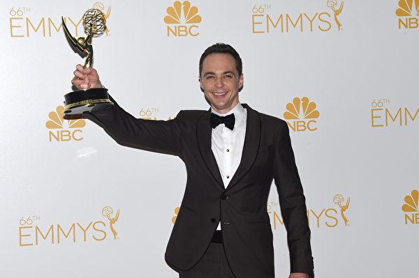 喜剧类最佳男主角:《生活大爆炸》吉姆•帕森斯。(Jason Merritt/Getty Images)