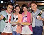 演員林佑威、魏蔓、綠茶、安唯綾一起出席慶功會。(三立提供)