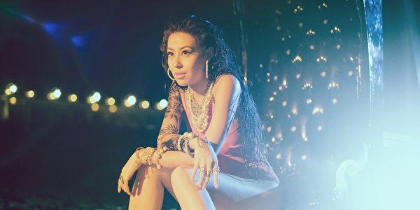 蔡詩芸在新EP中改用英文名「DIZZO」再出發。(瑩音樂提供)