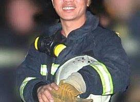 在气爆当晚救人而受重伤的高雄市凤祥义消副分队长陶廷舟,30日凌晨敌不过死神宣告不治。(消防局提供)