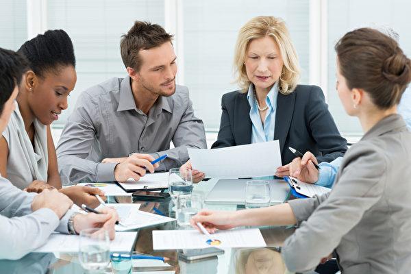 爲何成功人士從不把手機帶進會議室