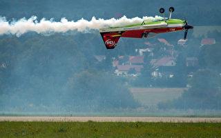 組圖:斯洛伐克國際航空節特技飛行