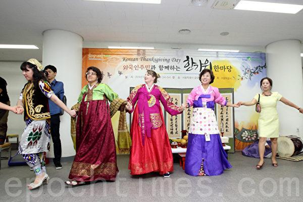 中秋節在韓國熱鬧非凡,各種傳統民俗活動紛紛登場。(大紀元資料)