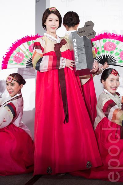 Dream Girls成員宋米秦8月2日穿上韓服於台北出席保養品記者會,展現古典美人氣質。(陳柏州/大紀元)