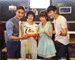 魏蔓(左二)即將邁入30歲,林佑威(左一)、張勛傑(右一)與李維維(右二)一起幫她提前慶生。(台視提供)