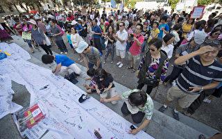 教联罢工久 华裔家长齐抗议