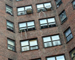紐約的公屋的外牆。 (圖片由主計長辦公室提供)