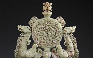 西漢時期(皇室珍品)黃玉鏤雕雙龍紋鼓形尊擺件 規格:高78cm 寬54cm 厚24cm。(圖:華揚國際提供)