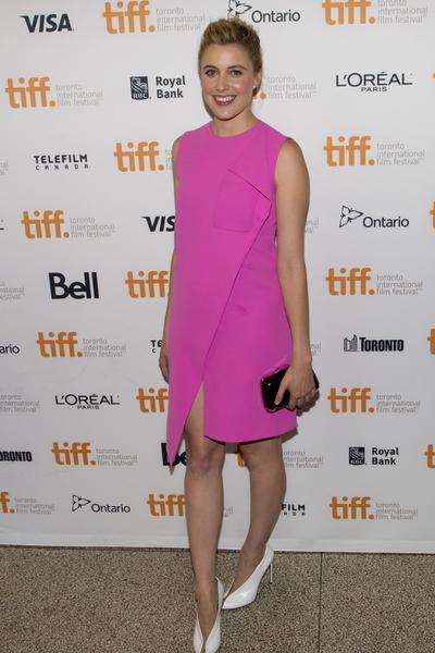 好萊塢新片《低入塵埃》(Humbling)女主角格蕾塔·葛韋格(Greta Gerwig)於9月4日在多倫多走紅毯。(Evan Ning/大紀元)