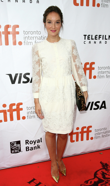法國新片《新女友》(The New Girlfriend)女主角阿奈絲·德穆斯捷(Anaïs Demoustier)9月初在多倫多走紅毯。(多倫多電影節提供)