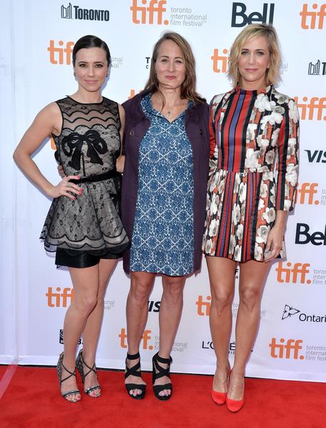 琳達·卡黛里妮(Linda Cardellini,左)與克莉絲汀·韋格(Kristen Wiig,右)9月初在多倫多出席《歡迎靠近》(Welcome To Me)首映禮。(多倫多電影節提供)