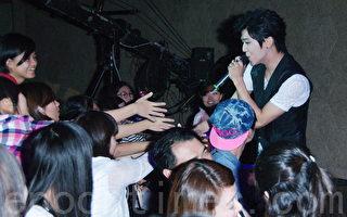 13组歌手台北公益开唱 捐私物粉丝相见欢