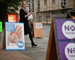 獨立公投結果出爐,蘇格蘭仍將留在英國,令近兩週以來一直攪動市場的不穩定因素落幕,好消息帶動歐洲泛歐績優(FTSEurofirst)300指數衝上6年半來新高。 (AFP PHOTO/LEON NEAL)
