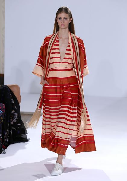 Temperley London擅長打造雞尾酒會裙裝和舞會禮服,慣用蕾絲、刺繡、珠子和亮片等元素,受到多位好萊塢女星的喜愛。(Danny E. Martindale/Getty Images)