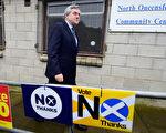 9月18日,投票日前首相布朗去投票  (Jeff J Mitchell/Getty Images)
