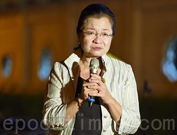 立委田秋瑾在现场声援香港。(孙湘诒/大纪元)
