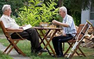 美国老人申请学贷激增 八成为深造