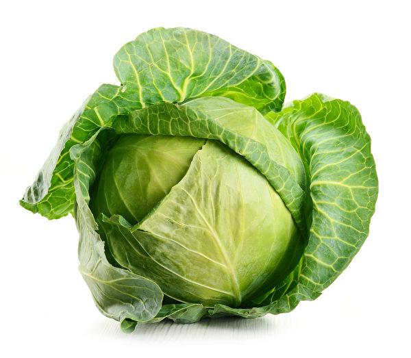 高麗菜富含纖維、礦物質、維他命C,高麗菜當中的維生素K1和維生素U,含有抗潰瘍因子,可修復受傷組織,可保護胃腸黏膜。(Fotolia)
