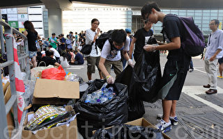 組圖:學生自發清垃圾 雨傘運動中見好人品