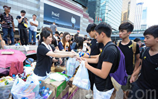 组图:雨伞运动现场再现老香港韵味