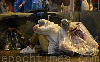 组图:香港学生风雨后坚守街头100小时