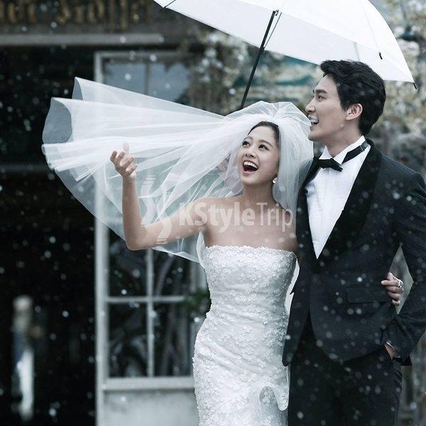 台灣藝人吳映潔(鬼鬼)代言拍攝韓式婚照。(KStyleTrip Facebook提供)
