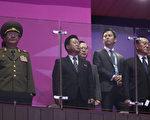 10月4日晚,三名北韓高層核心人物突然訪韓觀看亞運會閉幕式。左起:北韓人民軍總政治局局長黃炳誓、北韓勞動黨中央委員會書記崔龍海、北韓勞動黨中央書記金養健。(AFP)