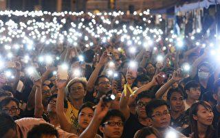 組圖:十萬港人無懼黑幫固守金鐘 手機燈海照夜空