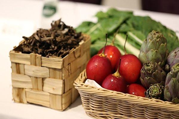 高雄Thomas Chien法式餐廳廚藝總監簡天才,禮聘國際名廚巨星到高雄客座,並自法國進口高檔的魚鮮蔬果,盼忠實呈現大師的創作原味。(Thomas Chien法式餐廳提供)