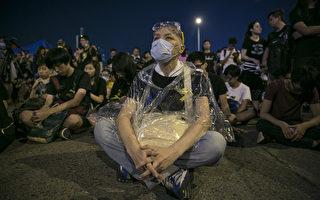 外媒聚焦港府縱容黑幫攻擊和平抗爭人士