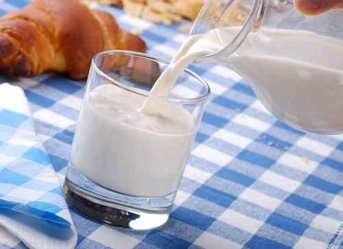 每天喝250毫升牛奶能幫助補充維生素B2。(fotolia)