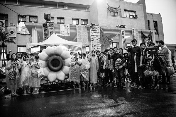 《太陽‧不遠》系列影片,紀錄臺灣太陽花學運影像。(TIDF提供)